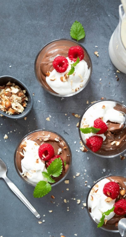 Bilden visar vegansk chokladmousse gjord med silkestofu