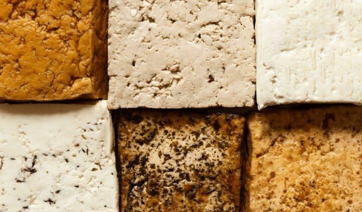 Olika sorters tofu, marinerad, rökt och naturell tofu. Foto av Getty Images