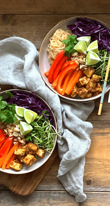 tofu med jordnötssås och nudlar